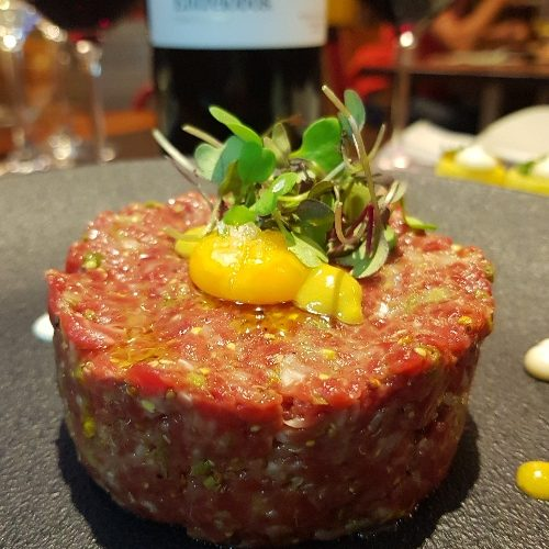 steak tartar sant marti patatas bravas barcelona restaurantes alioli salsas