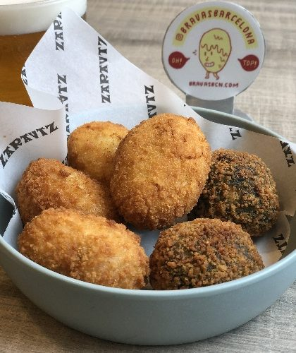 zarautz croquetas patatas bravas barcelona restaurantes alioli salsas