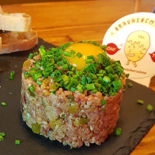 la porca patatas bravas barcelona restaurantes alioli salsas