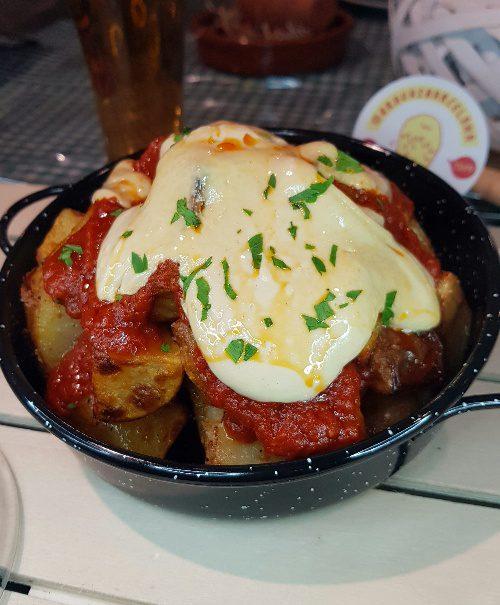 mitte patatas bravas barcelona restaurantes alioli salsas